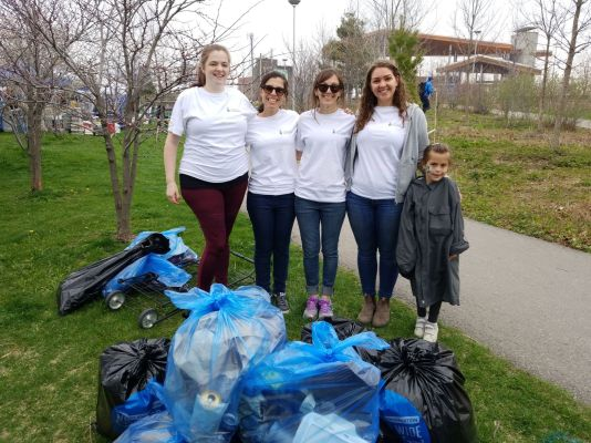 Group photo from our first annual #CleanUpTheDon (2018)